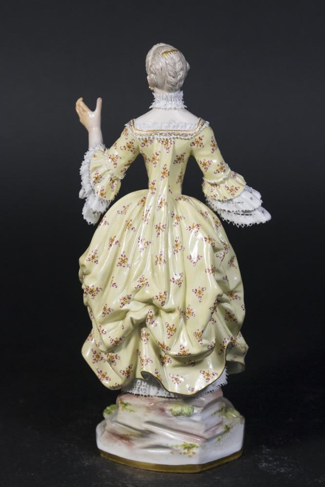 19th Century Meissen Figure of Young Lady - 2