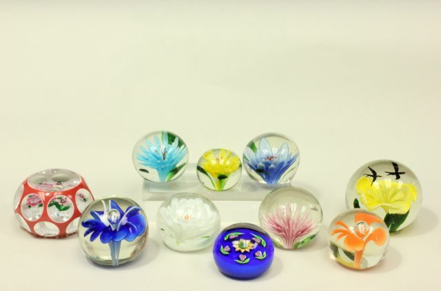 10 Floral Paperweights