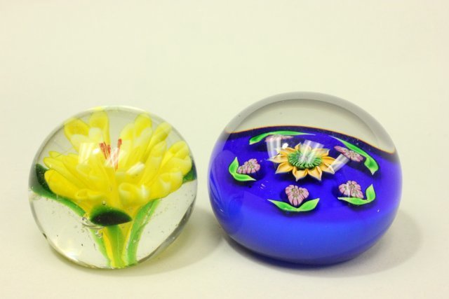 10 Floral Paperweights - 3