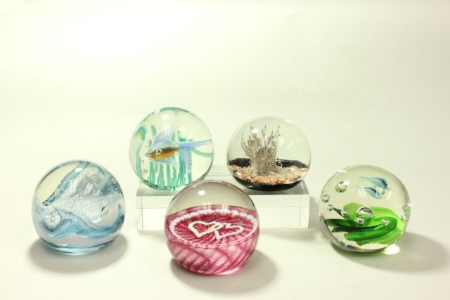 5 Paperweights