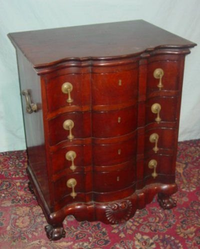 88A: ANTIQUE 4 DRAWER MAHOGANY CHEST.