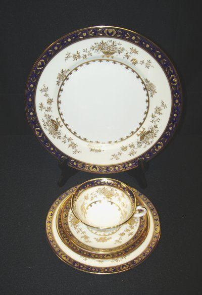 267: SERVICE FOR 8 MINTON DINNERWARE
