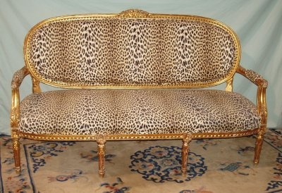 611: GILT FRENCH STYLE LOVESEAT