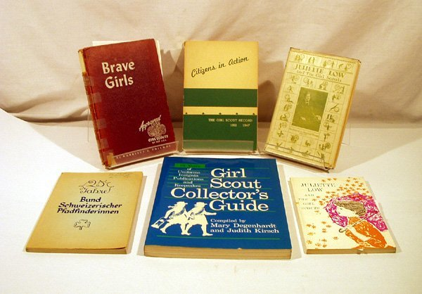 1069: 6V GIRL SCOUTS Juliette Low Collectors Signed