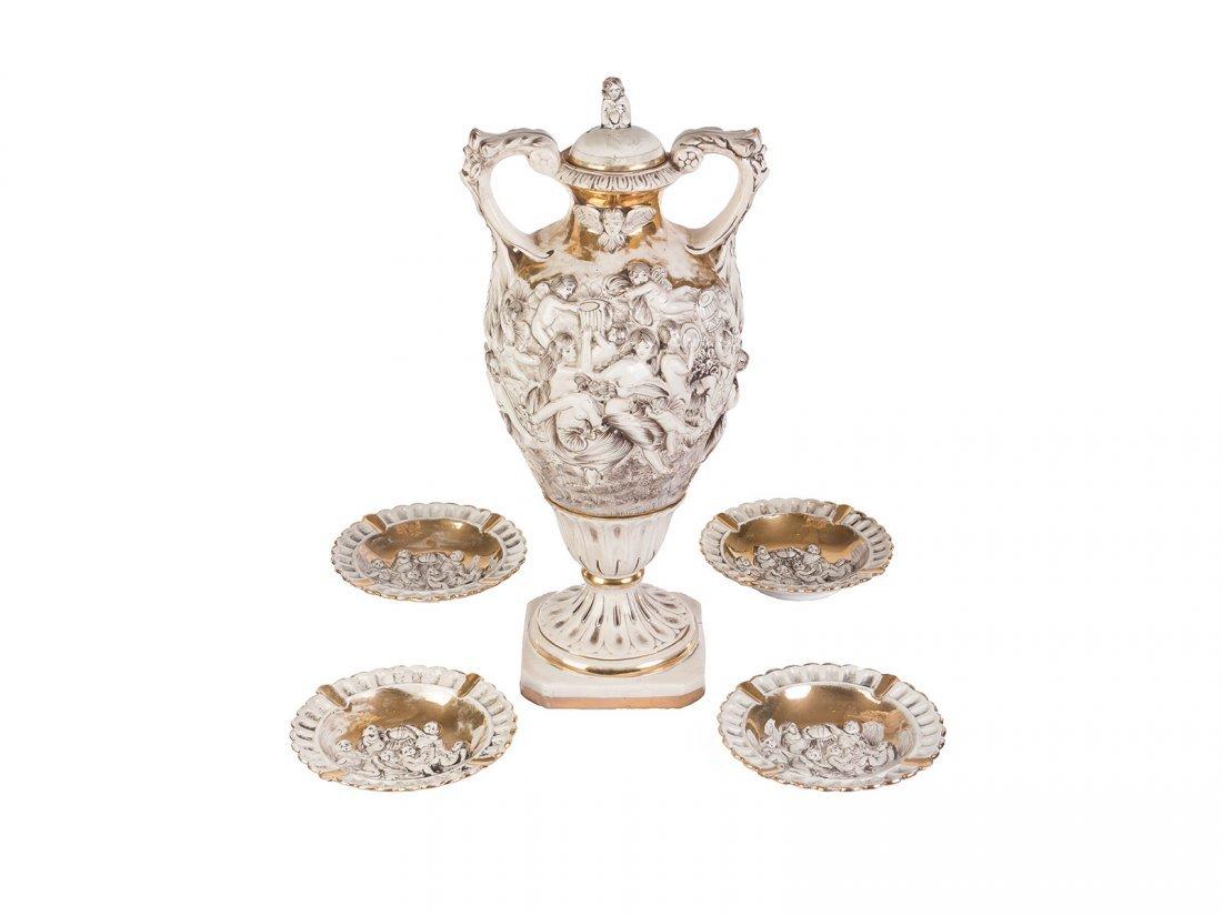 Capodimonte - A fine porcelain gilded bone china vase