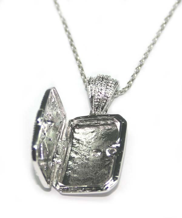 3004: 10.50  GRAMS  SILVER  LOCKET  PENDENT + CHAIN. - 2