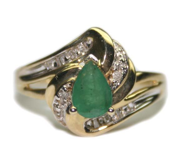 1002: 0.85 CT DIA & EMERALD  10K GOLD  RING 3 GR .