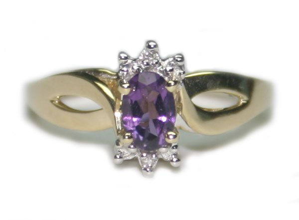 1017: 0.75 CT AMETHYST & DIA 2.30 GR 10K GOLD RING.