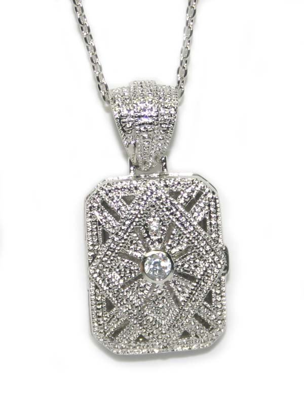 3004: 10.50  GRAMS  SILVER  LOCKET  PENDENT + CHAIN.