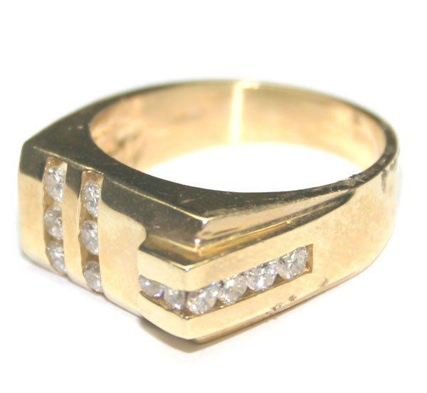 2096: 1.CT DIAMOND 9 GR 14 kt GOLD MAN'S  RING.