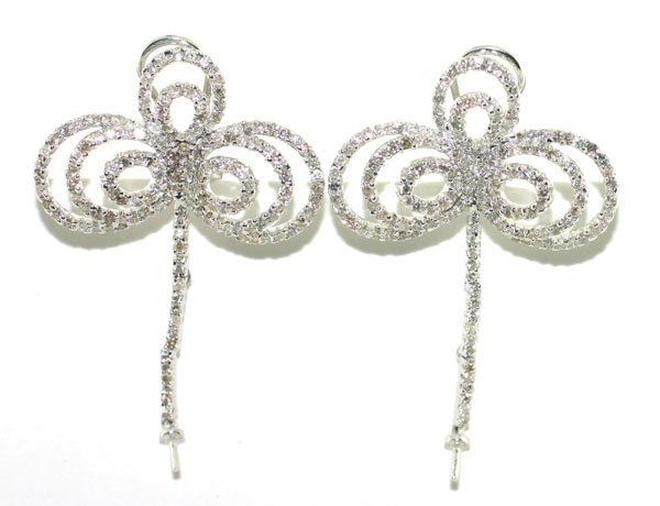 2020: 2,CT DIAMOND 11.70 GR 18KT GOLD EARRINGS.