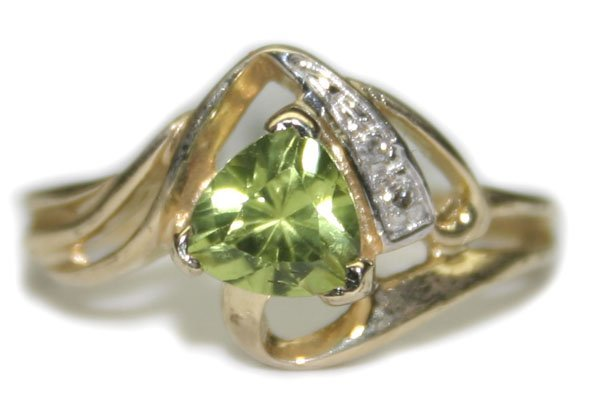 2021: 0.75 CT DIA & PERIDOT  2.40 GR 10K GOLD  RING .