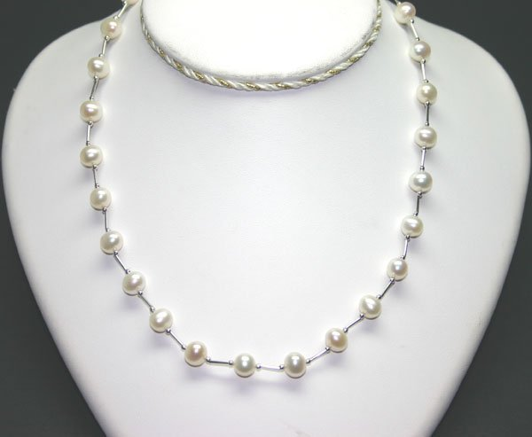 4015: 16 INCHS  WHITE PEARLS NECKLACE.