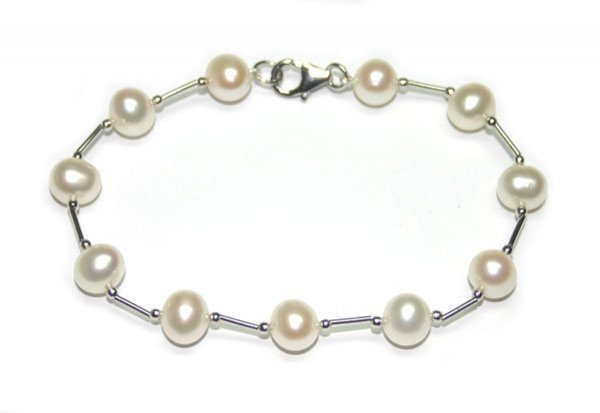 4016: FRESH WATER PEARL  BRACELET .