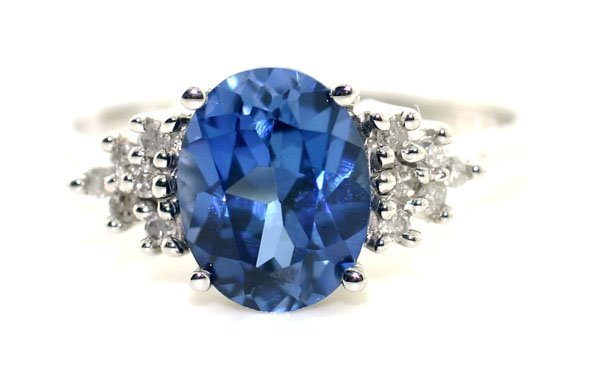 4008: 2.50 CT DIAMOND & LAB TANZANITE GOLD RING .