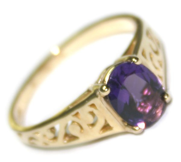 4014: 2 CT AMETHYST  2.50  GR 10KT  GOLD RING .