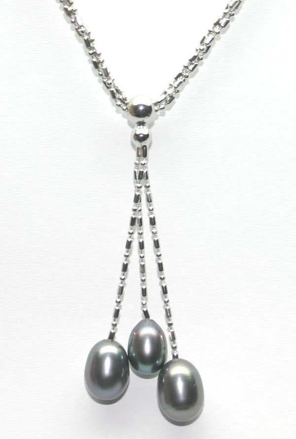 4022: 10mm NATURAL BLACK PEARL DROP SILVER NECKLACE.