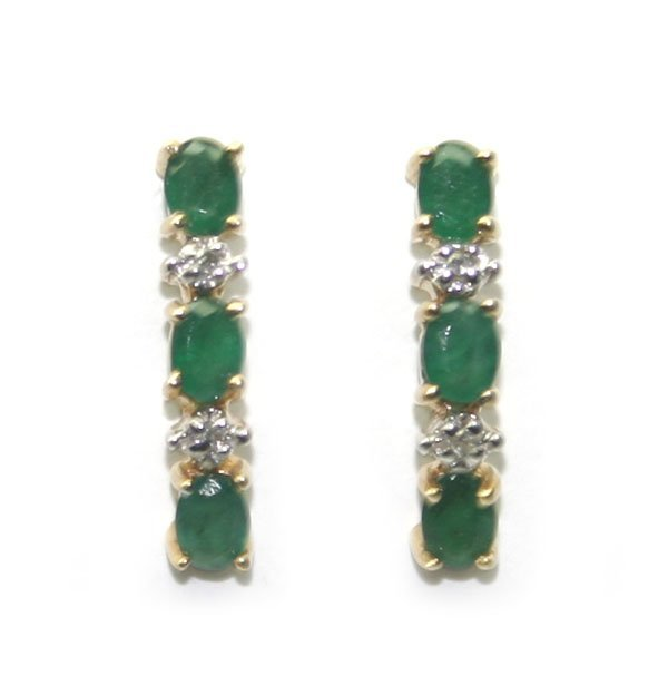 3022: 1.60 CT DIAMOND & EMERALD 10KT GOLD EARRINGS.