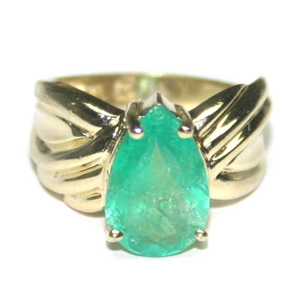5008: 2.50 CT EMERALD  GOLD PLATED SILVER RING.