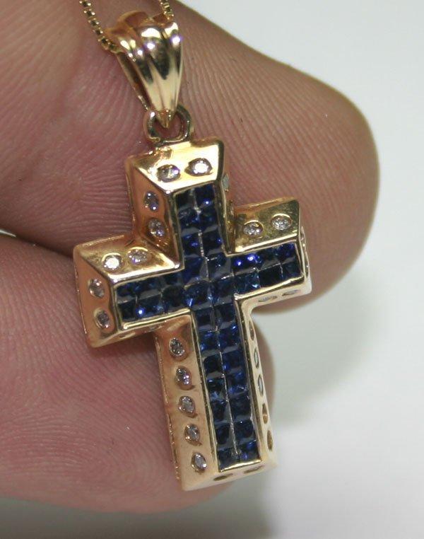 1011: 2,CT DIAMOND & SAPPHIRE 14KT GOLD CROSS PENDANT.