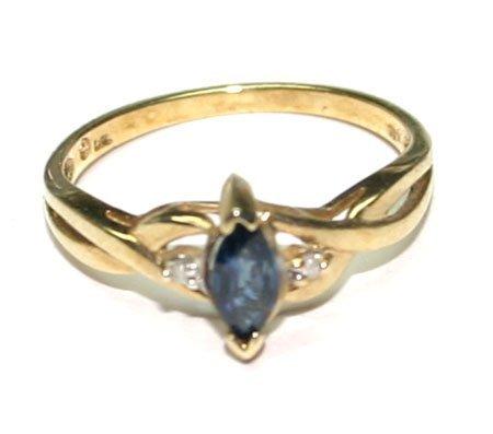3017: 0.50 CT DIAMOND & SAPPHIRE 10KT GOLD RING .