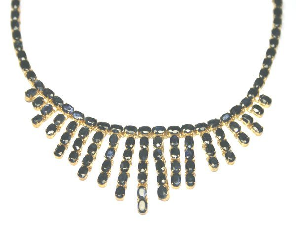 3323: 120,CT SAPPHIRE  18KT GOLD NECKLACE .