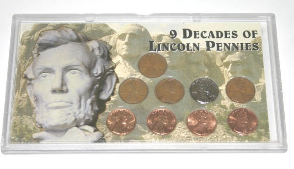 5561: 9 DECADES OF  LINCOLN PENNIES  COLLECTION .
