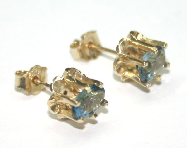 2004: 1.20 CT BLUE TOPAZ 14kt GOLD STUD EARRINGS.