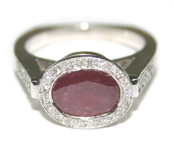 2431: 3.50 CT DIAMOND & RUBY  6.50 GR 14kt GOLD RING.