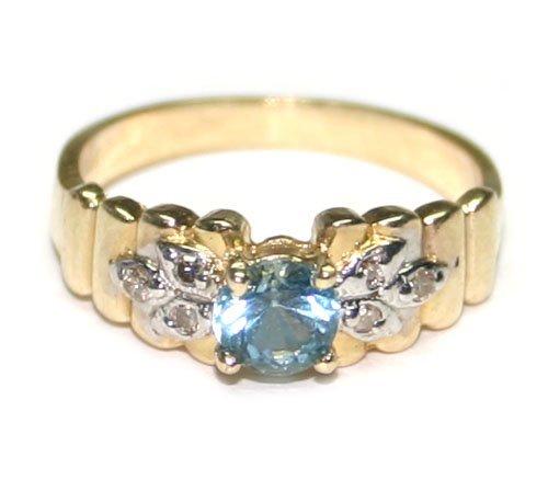 4000: 0.30 CT DIAMOND & BLUE TOPAZ 14KT GOLD RING.