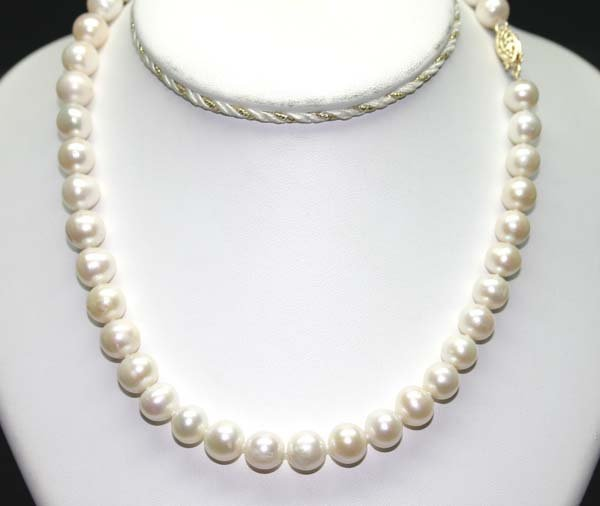 16: 16'' INCHS  9-10 MM  FRESH WATER PEARL NECKLACE .