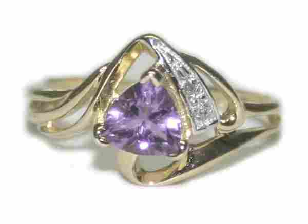 726: 0.90 CT DIA & AMETHYST  2.25 GR  10K GOLD RING.