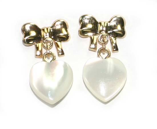 2004: 14K Y/G HEART SHAPE MOTHER PEARL EARRINGS.