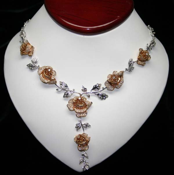 5021: 6,CT DIAMOND 18KT GOLD  ROSE  NECKLACE 50 GR .