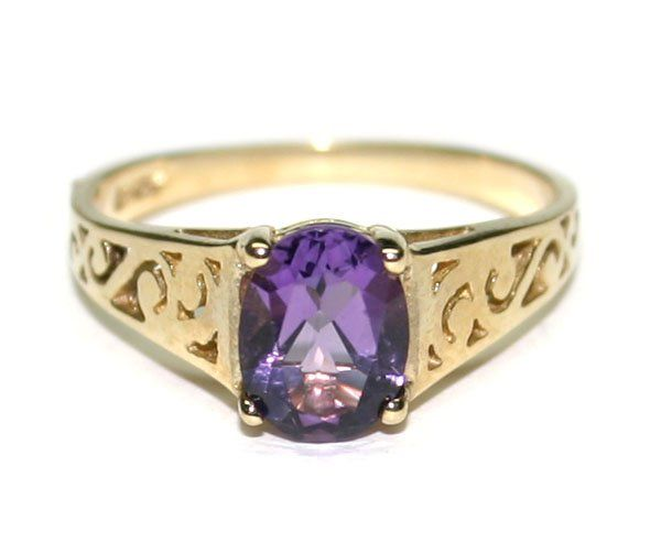 2201: 2,CT AMETHYST  2.40 GR 10KT GOLD RING .