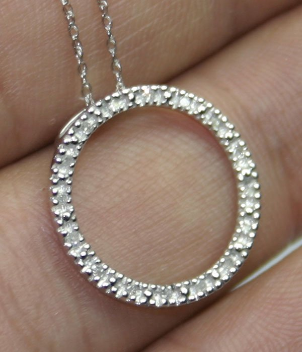 1005: 0.15 CT DIAMOND 1.40 GR GOLD  PENDANT .
