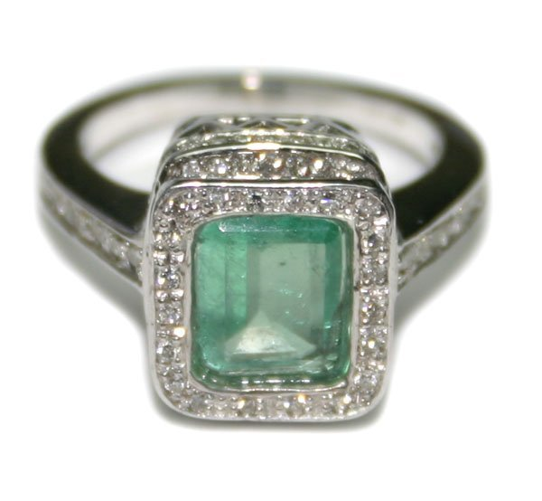 1625: 3, CT DIAMOND & EMERALD 14KT GOLD RING 5.90 GR .