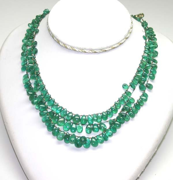 3021: GENUINE 175,CT FINE QUALITY EMERALD NECKLACE .