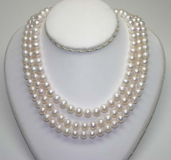 4011: 9mm FRESH WATER PEARLS NECKLACE  82' INCHES .