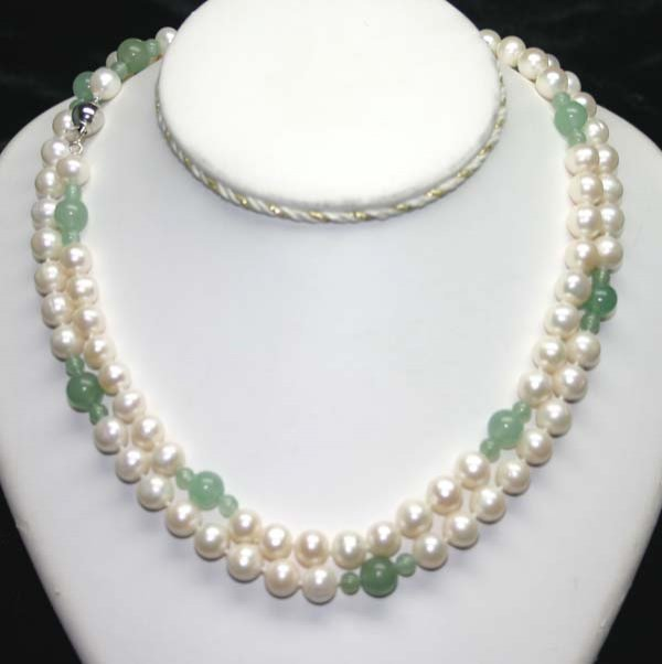 1007: 8 mm FRESH WATER PEARL & JADE NECKLACE 44''.