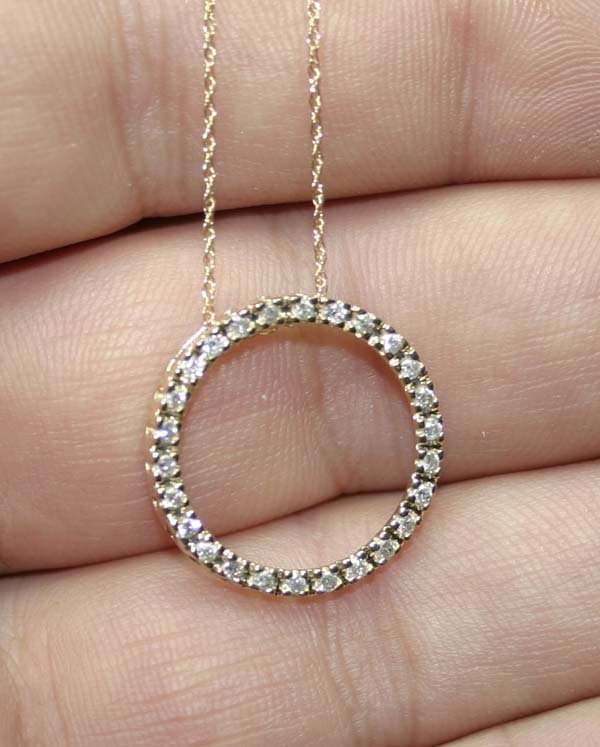 5006: 0.70 CT DIAMOND 14K GOLD PENDANT .