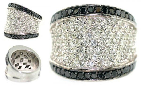 1003: 4,CT BLACK & WHITE DIAMOND 14K GOLD RING 15GR .