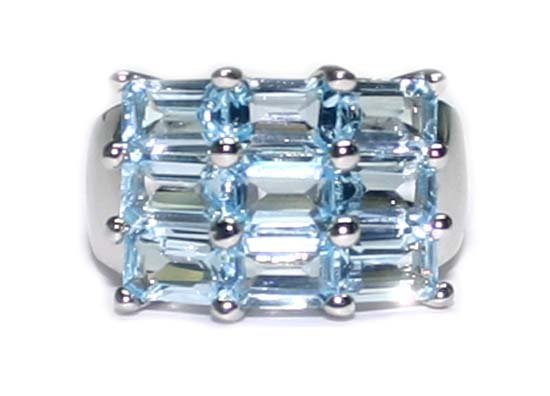 2033: 4 CT BLUE TOPAZ SILVER RING.