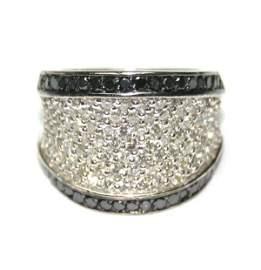 1299: 4,CT BLACK & WHITE DIAMOND 14K GOLD RING 15GR .