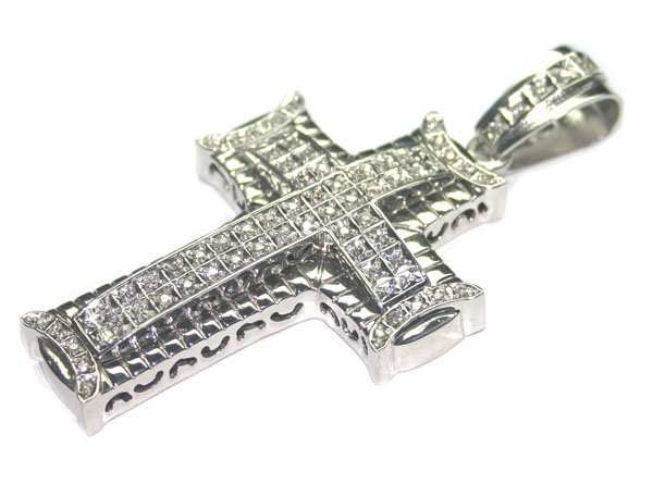 5067: 1.50 CT VS DIAMOND 42 GR 14kt GOLD CROSS PENDANT.