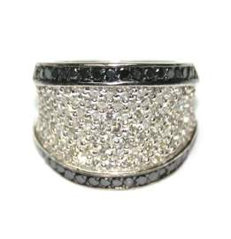1627: 4,CT BLACK & WHITE DIAMOND 14K GOLD RING 15GR .