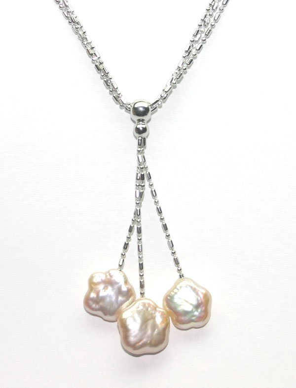 3010: 13mm NATURAL PEARL FLOWER SILVER NECKLACE.