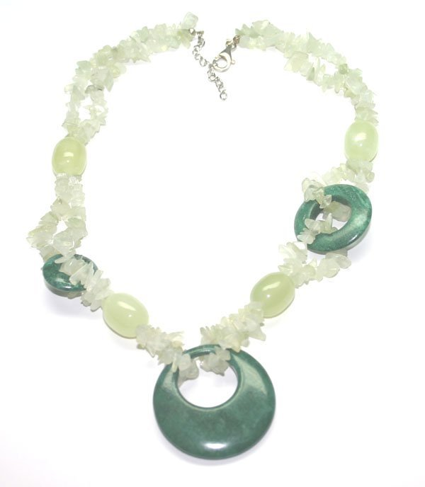 3012: NATURAL JADE & SILVER  NACKLACE .