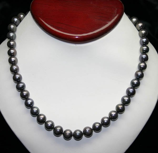 2002: 16'' INCHS  9-10 MM  FRESH WATER PEARL NECKLACE .