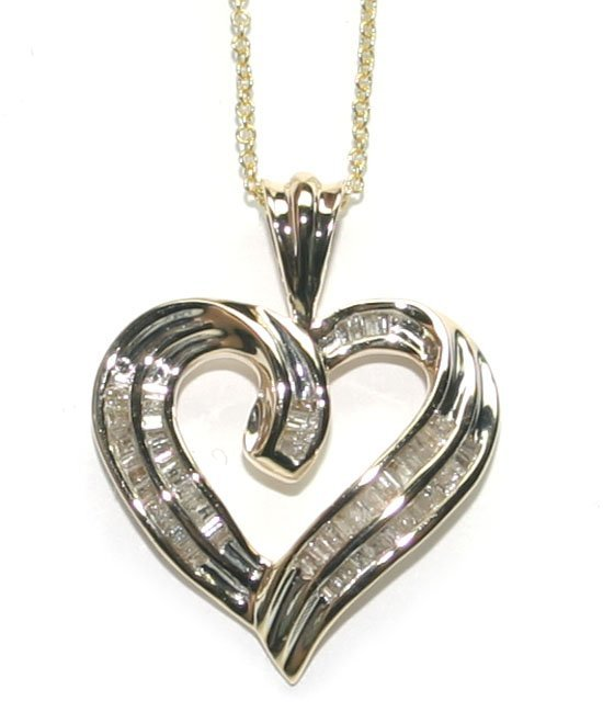 2032: 1.10 CT DIAMOND 10K GOLD HEART PENDANT .